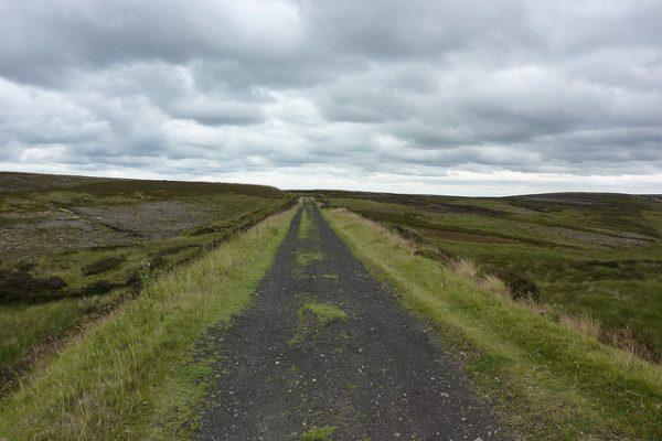 Het voormalige tracé van de Rosedale Railway over de moors.